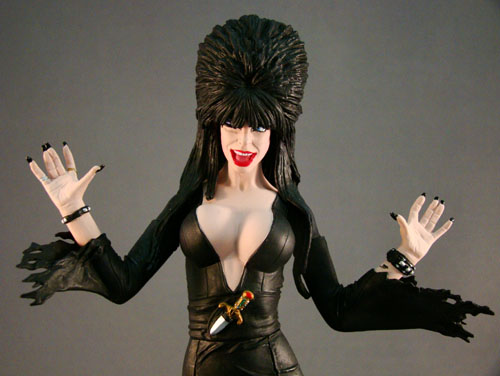 "Elvira, Mistress of Dark - Monstarz - Elvira 7"" Winking - Amok Time (2010)"