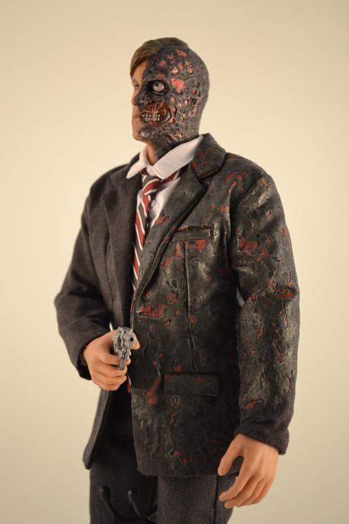 The Dark Knight Movie Masterpiece - 1/6 - Two Face / Harvey Dent - HOT TOYS (2008)