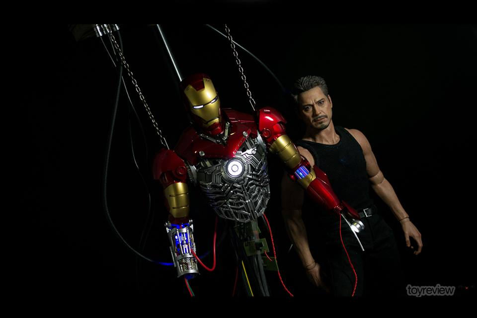 IRON_MAN_MARK_III_CONSTRUCTION_DIORAMA_HOT_TOYS_TOYREVIEW_PHOTO_REVIEW (5)